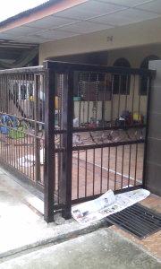 Pintu pagar yang dah siap